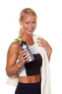Das Fitnesstraining auf dem Crosstrainer macht Spaß, verbessert die Kondition und sorgt für purzelnde Pfunde.