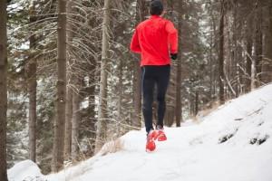 Gerade im Winter ist die richtige Sportbekleidung wichtig für ein angenehmes Training, aber auch zum Schutz vor Erkältungen.