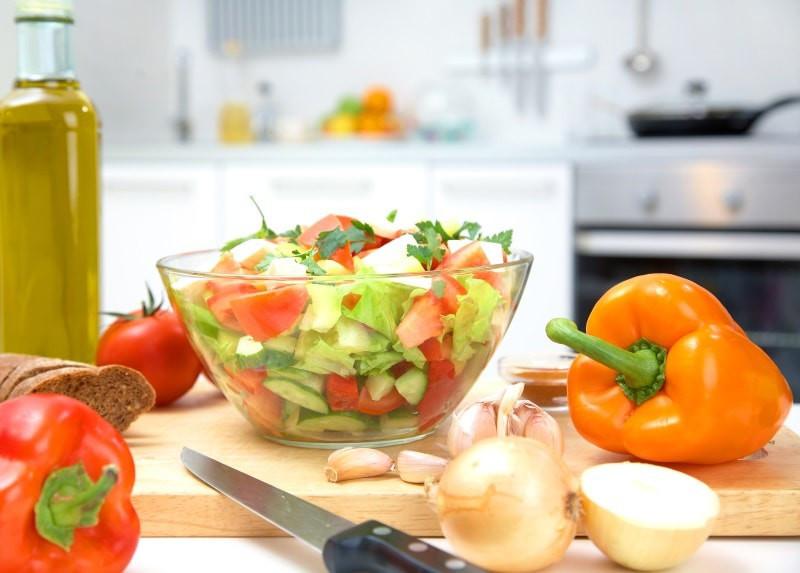 Eine optimale Ernährung ist ausgewogen, reich an Vitaminen, schmeckt lecker und hat einen nicht allzu hohen Kaloriengehalt.