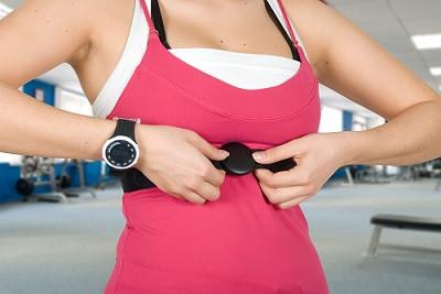 Den eigenen Puls mit einer Pulsuhr zu überwachen ist beim HIIT Training Pflicht