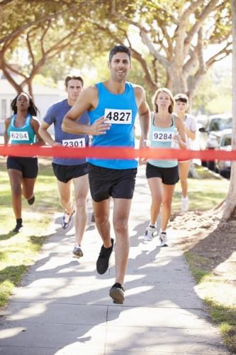 Laufen, Rad fahre, schwimmen und Muskelübungen: Das gehört alles zur Triathlon-Vorbereitung