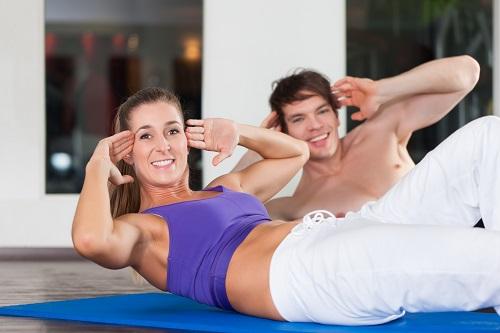 Bauch trainieren: Mit unseren Übungen kein Problem