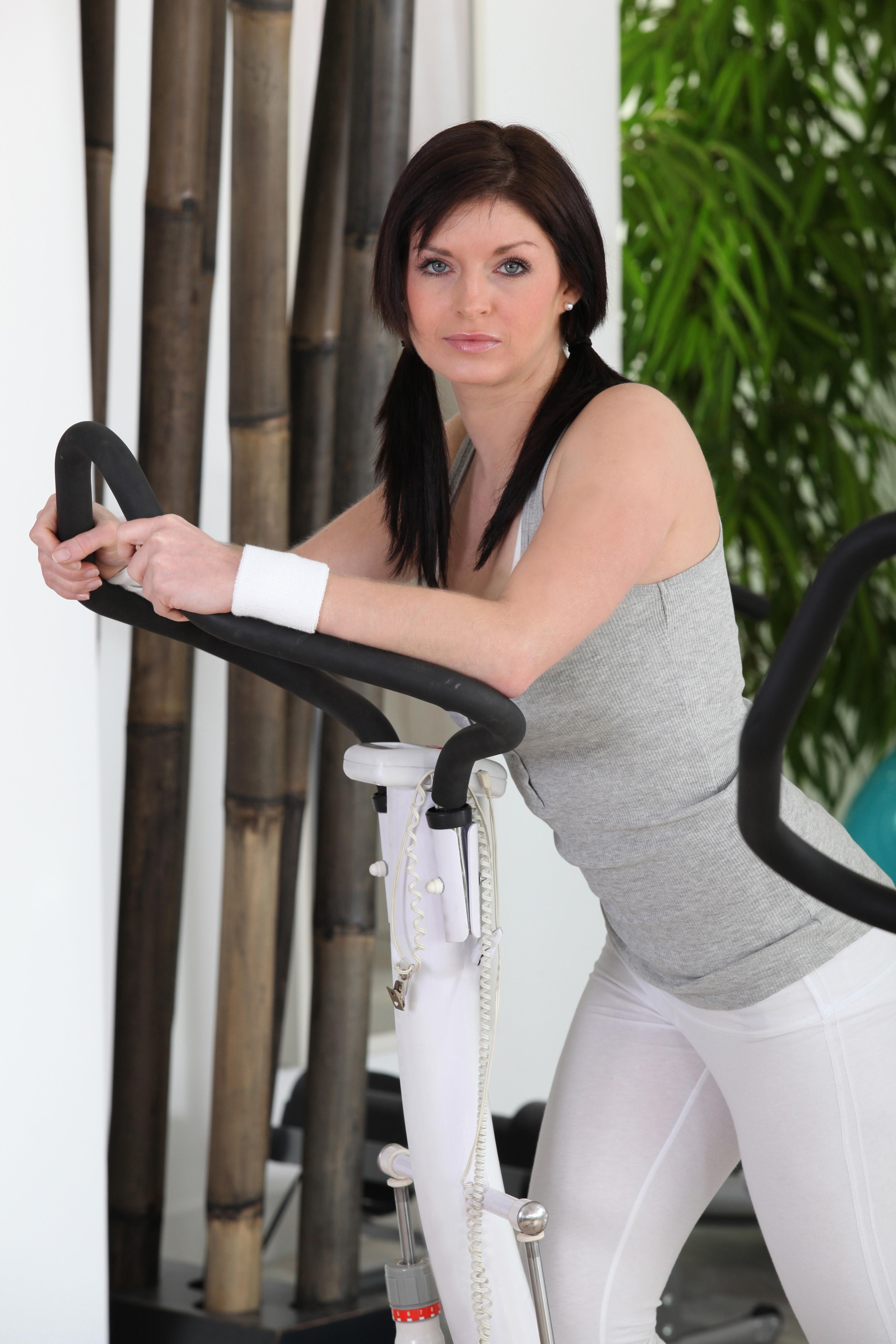 eigengewichtsübungen in verbindung mit cross trainer